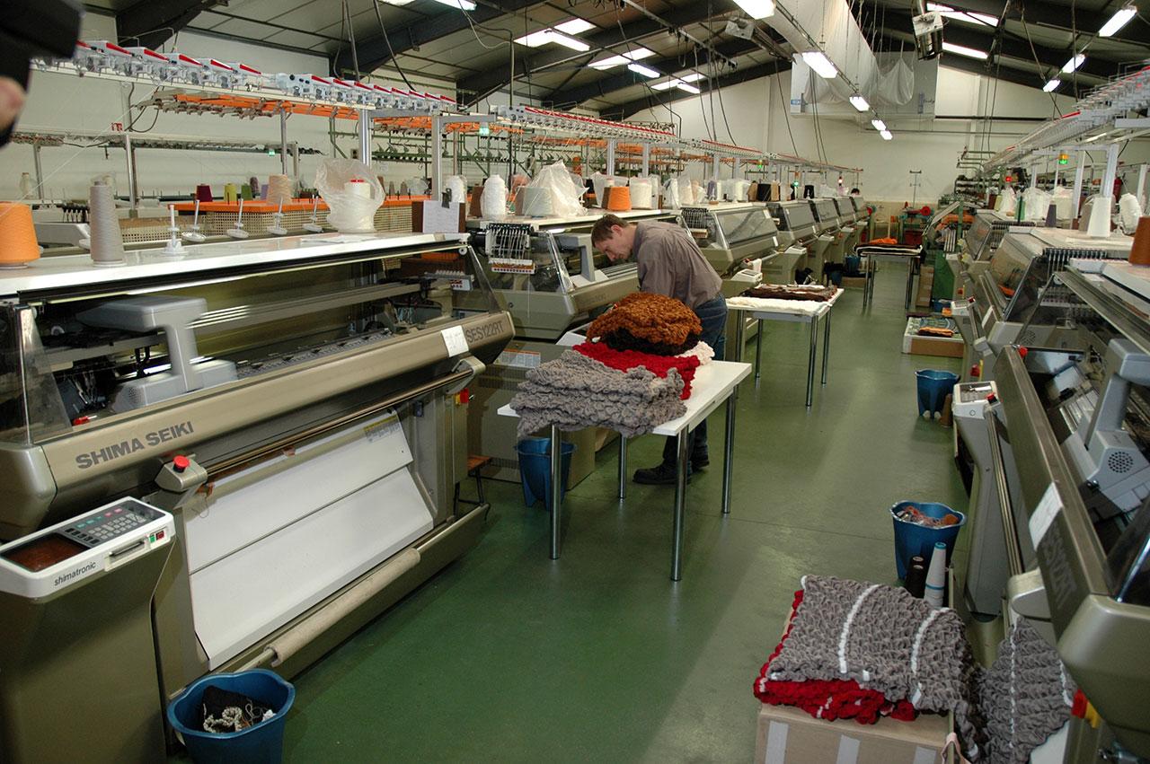 Made in France,haut gamme,maille,luxe,creation,ateliers boissiers,decoration,accessoire,laine,cachemire,mohair,coussin,plaid,tableau,etole,beret,cadeau
